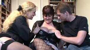 Amateur Plumper loves hard cock between her legs